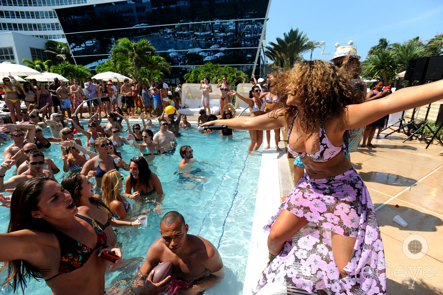 Hotel Thrillist Pool Party