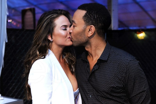 _1-Chrissy-Teigen-&-John-Legend