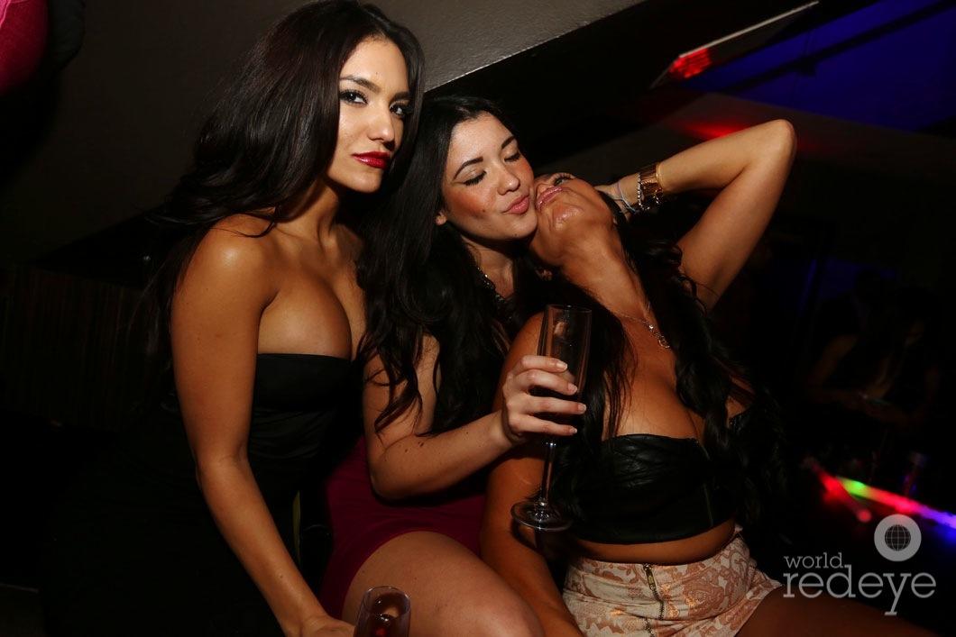 _64-Nancy-&-Cynthia-Rojas-&-Friend3