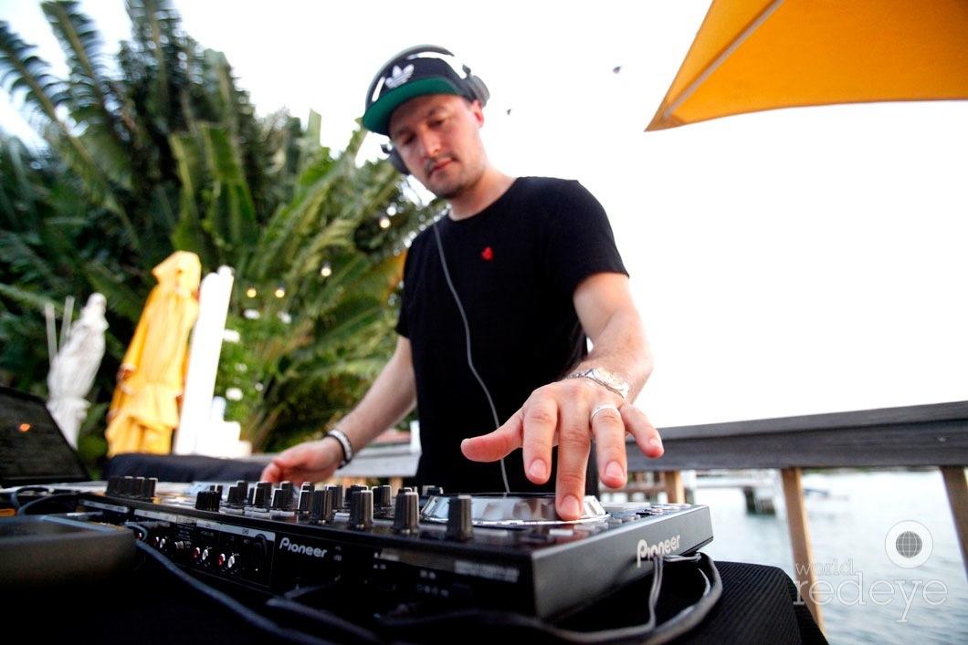 _23-DJ-Bounce7