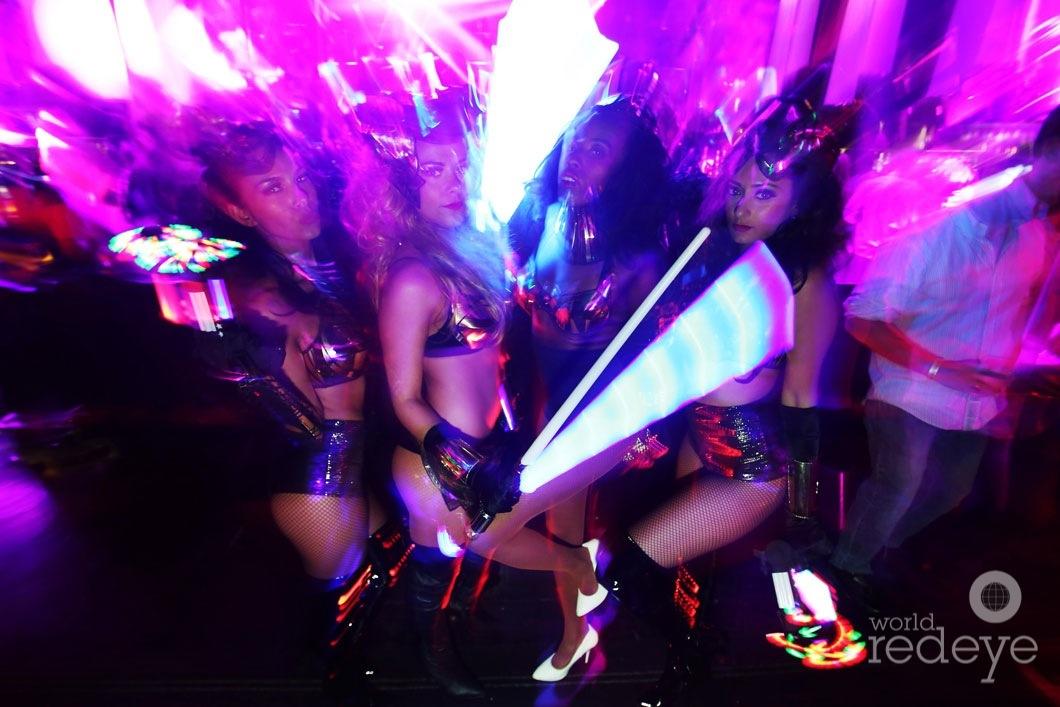 28-Dancers-at-SET1