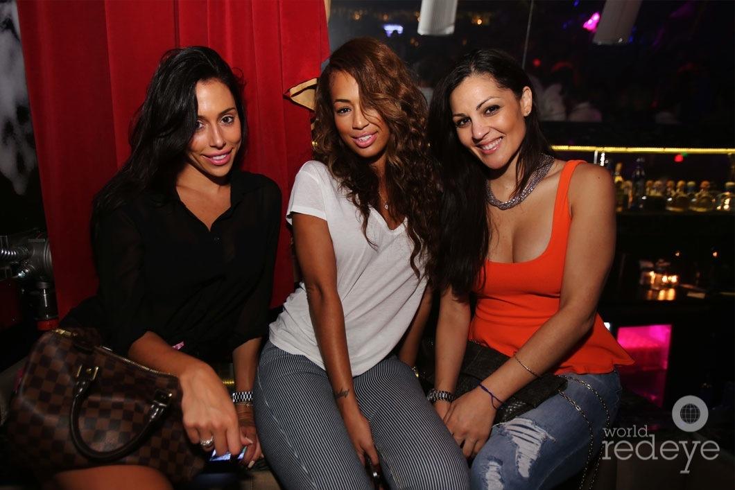 46-Larissa,-Sydney-Dean,-&-Tatiana-Blades