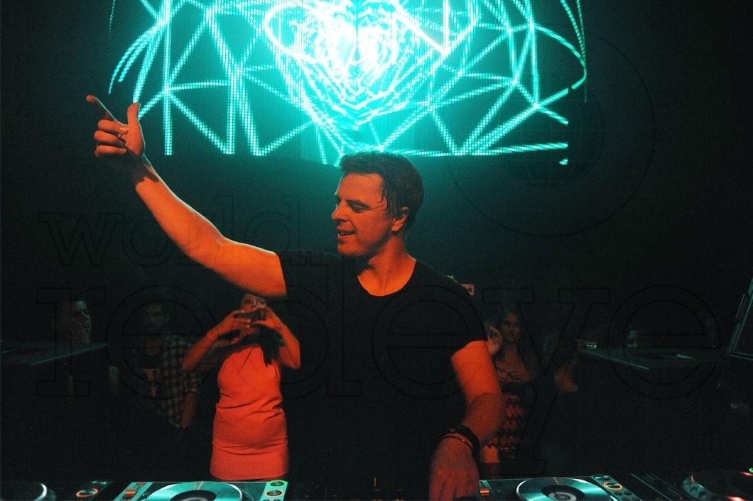 14-Markus-Schulz-DJing1