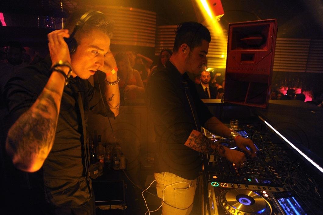17-Blasterjaxx-DJing2