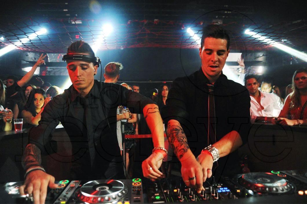 2-Blasterjaxx-DJing