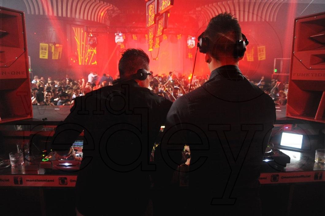 5-Blasterjaxx-DJing5