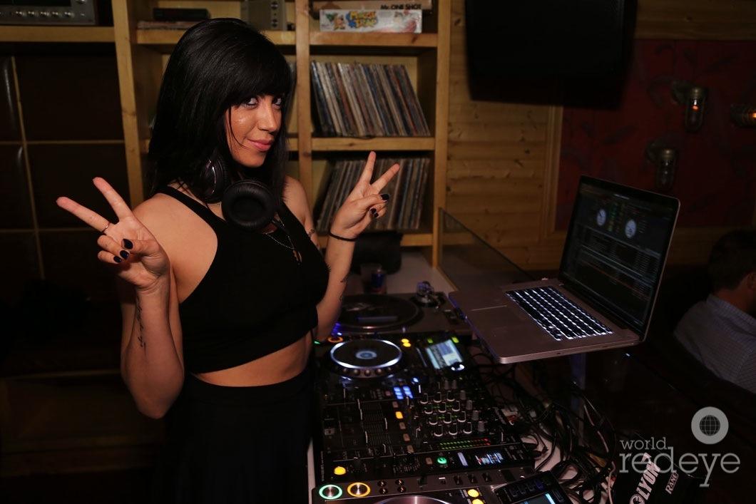 02-DJ-Jessica-Who2