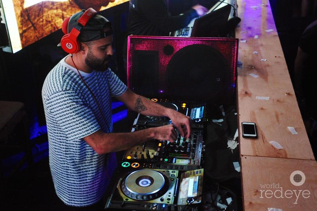 16Damaged-Goods-DJing