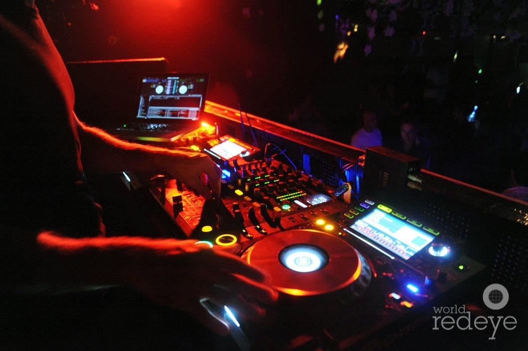 02-DJ-Rascal-djing-91