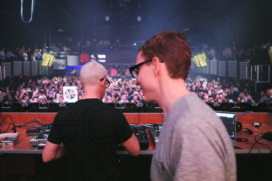 09-Above-&-Beyond-DJing19