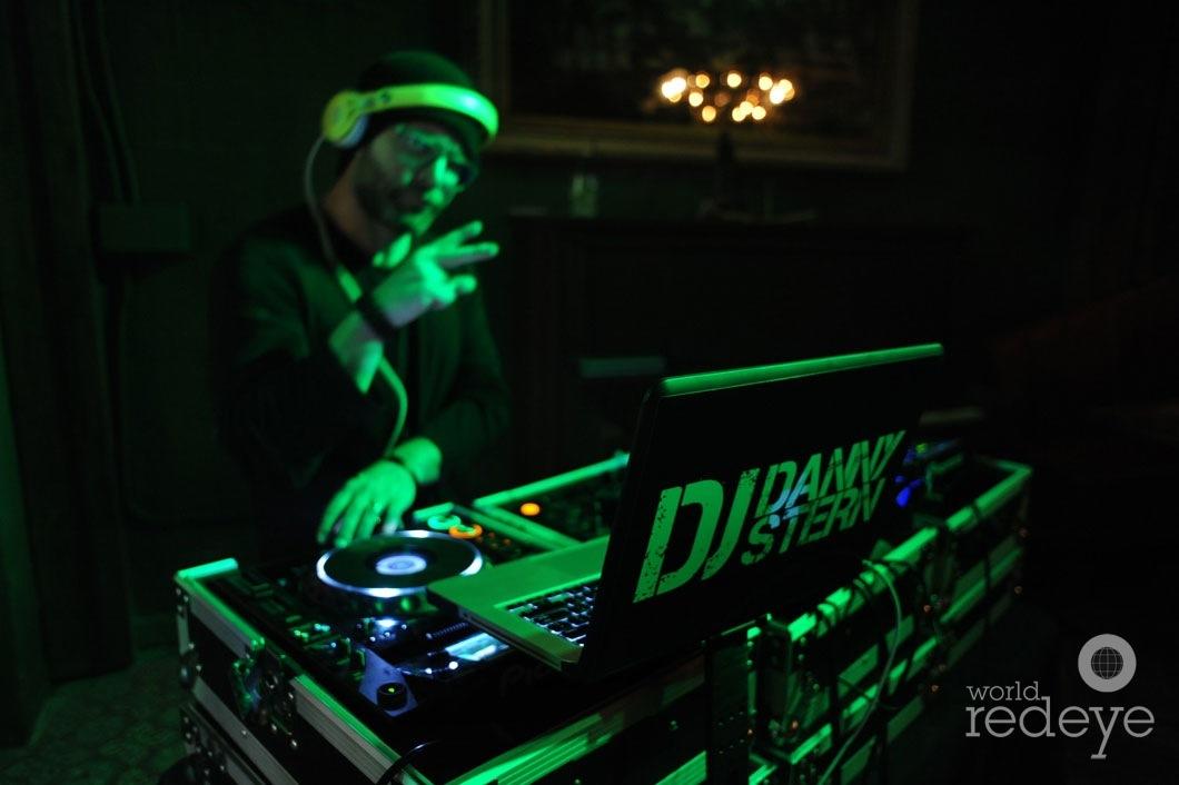 02- Danny Stern DJing