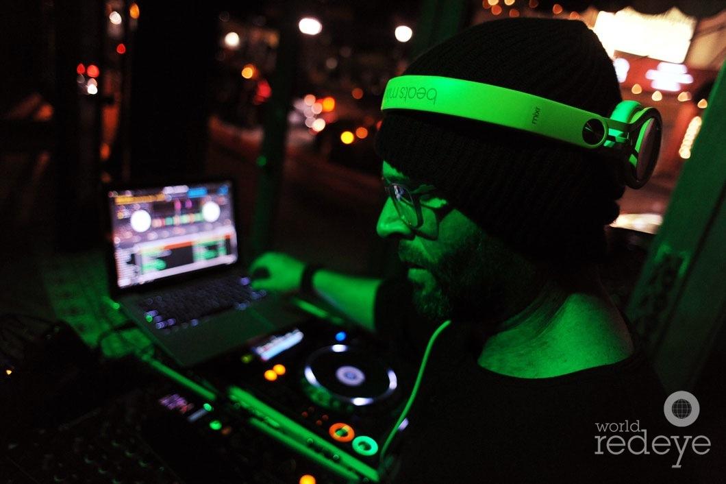 03- Danny Stern DJing4