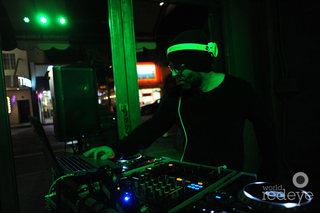 04- Danny Stern DJing2