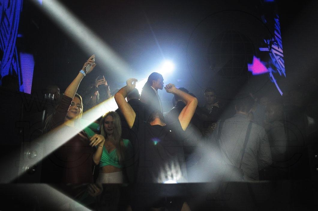 06-R3hab-DJing12
