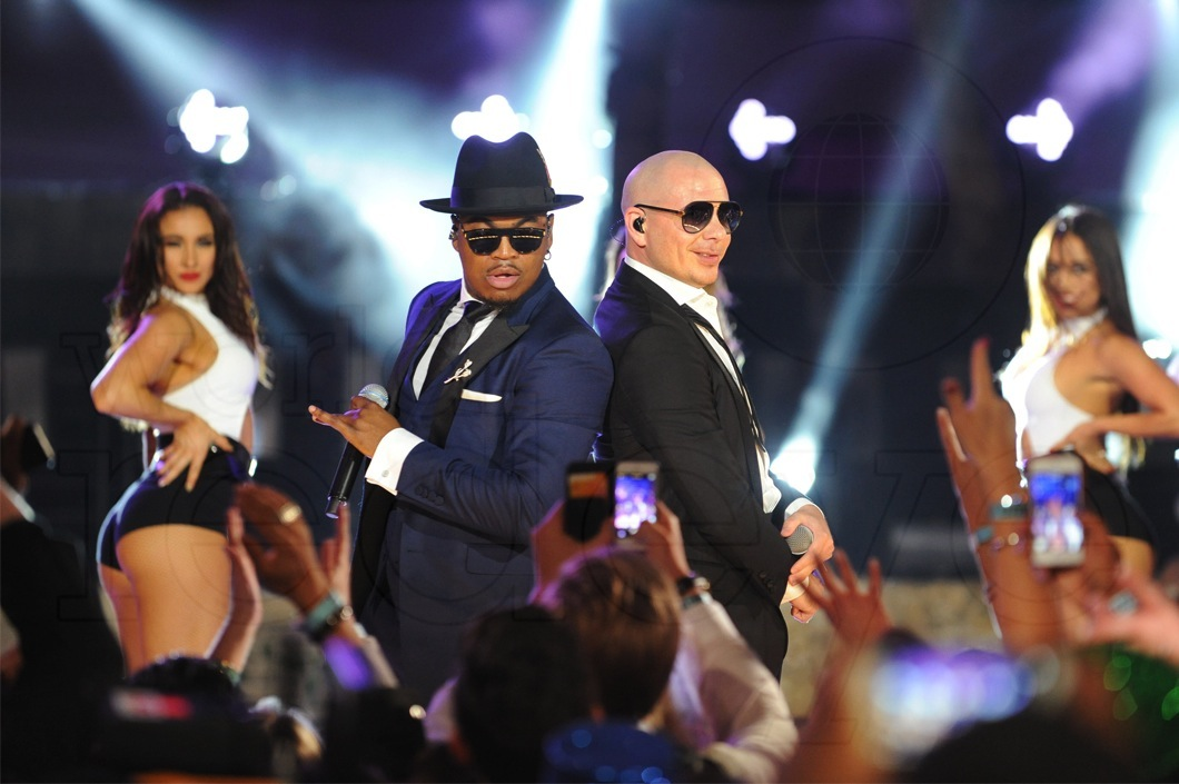 08-Ne-yo-Pitbull-LIVE