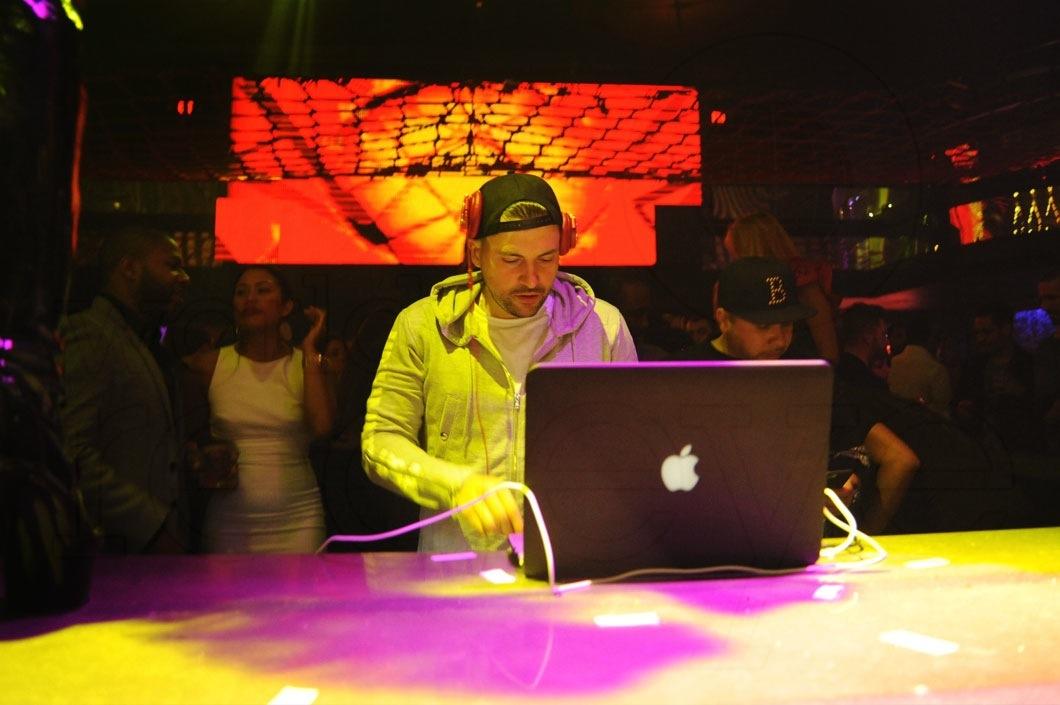 16-DJ-Prostyle-djing-4