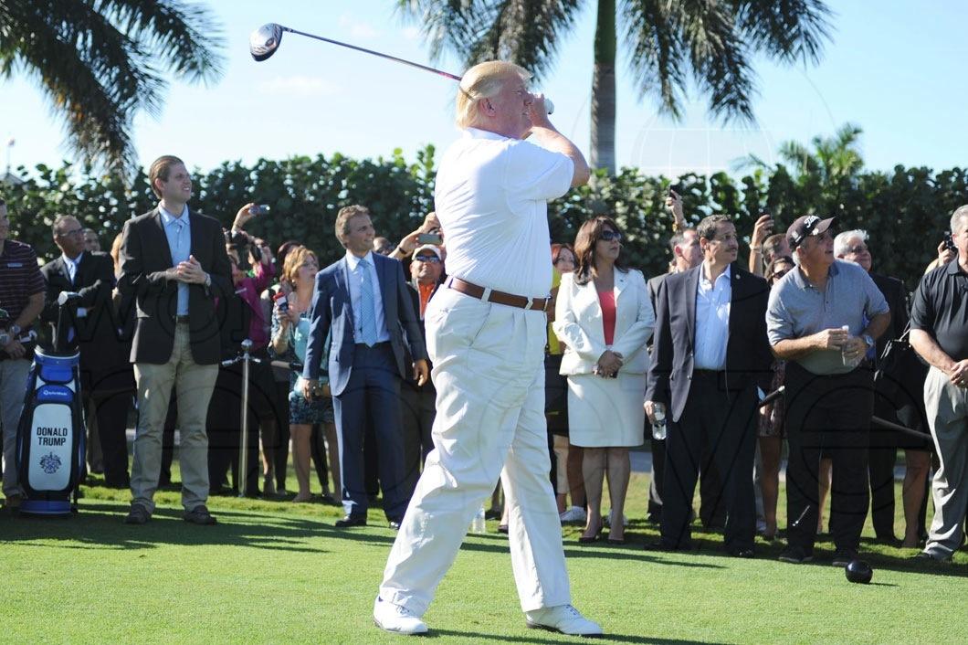 16-Donald-Trump-teeing-off8