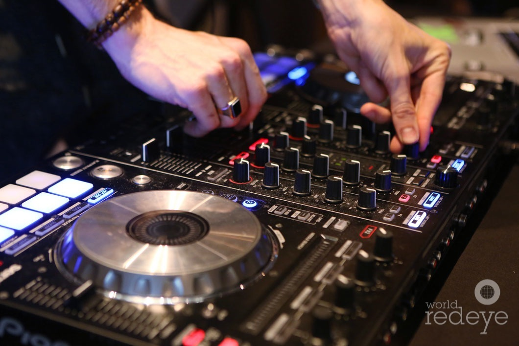 19-DJ-Sk1tty4