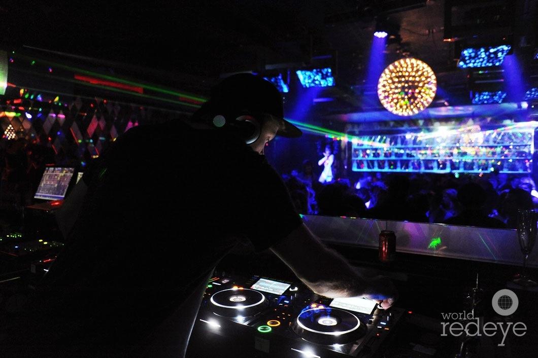 10- Mike Mago DJing4