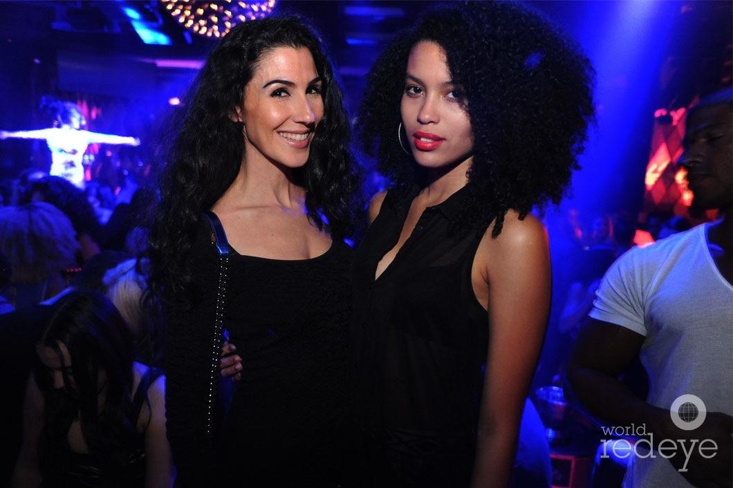16- Anixia R & Friend