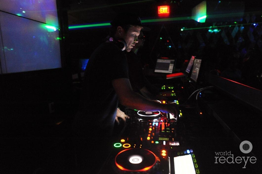 26- Mike Mago DJing5