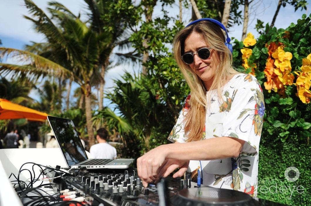34-Carly Nicholas DJing