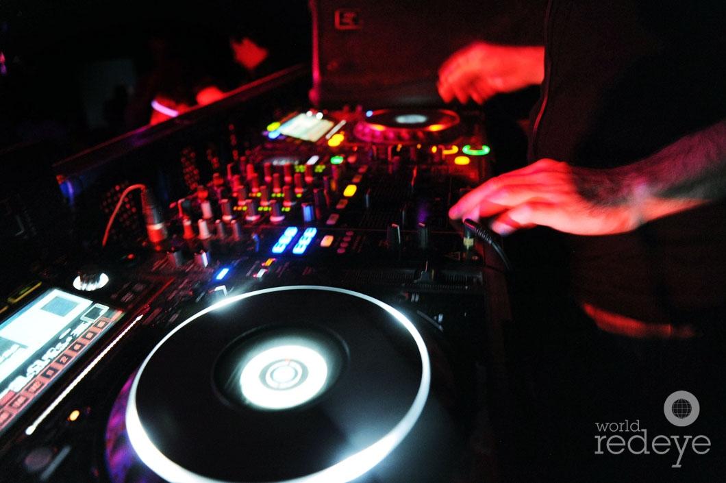12- DJ Rascal djing 4_new