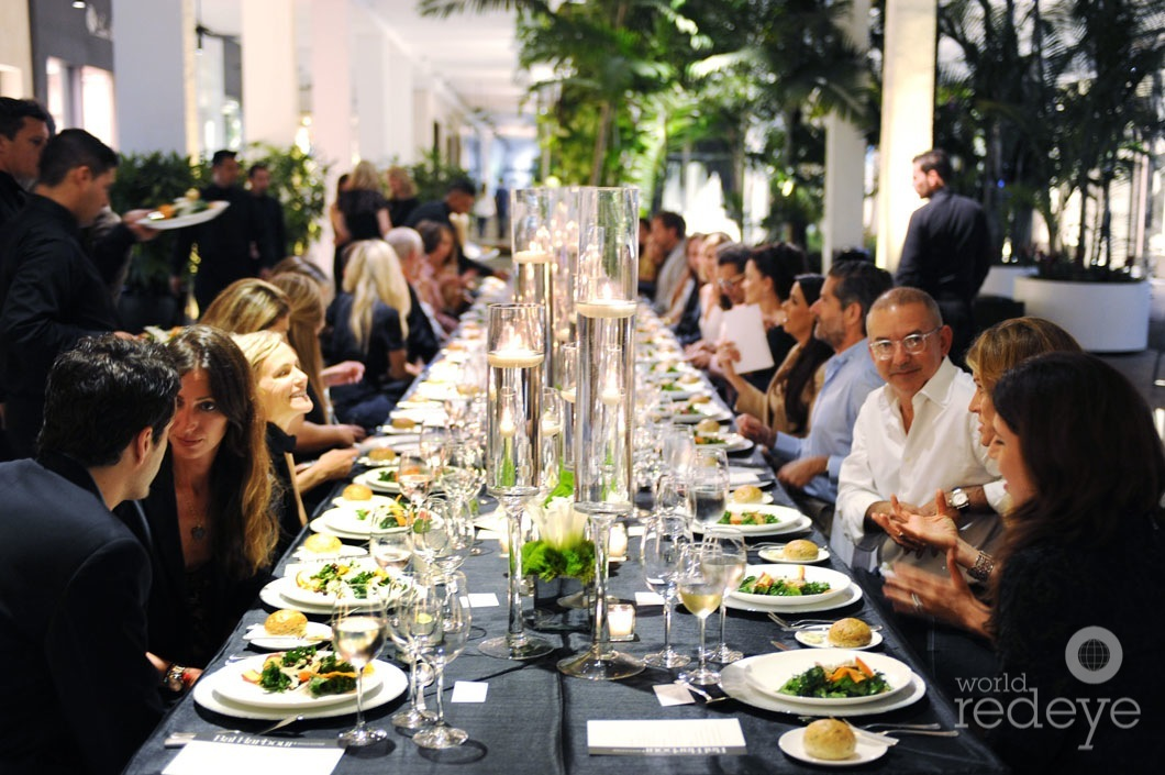 18-Matthew Whitman Lazenby, third generation leader of Bal Harbour Shops, hosted an intimate dinner in Bal Harbour Shops (2)