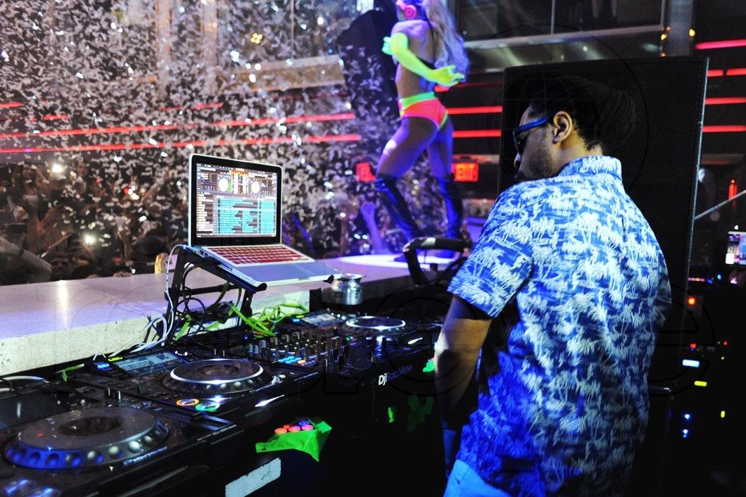 19-Lil Jon DJing1