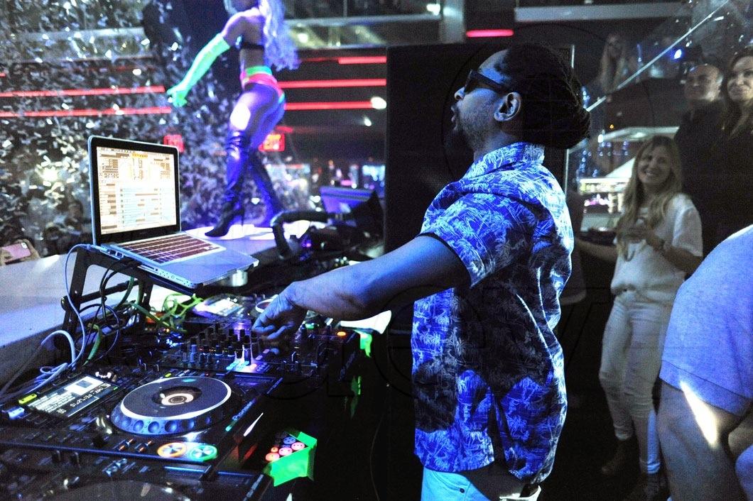 20-Lil Jon DJing3