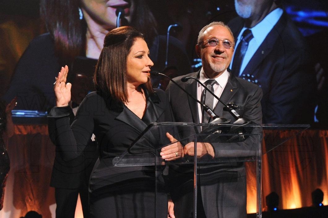 31-Gloria Estefan & Emilio Estefan Speaking14_new