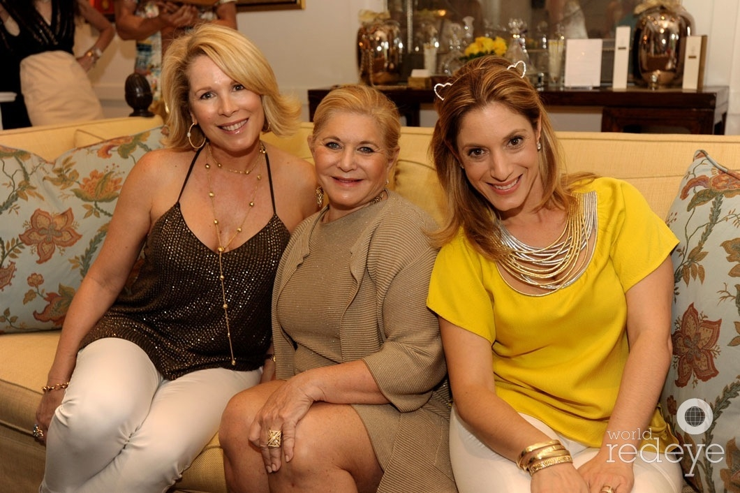 10.5-Barbara Hevia, Ferne Toccin, & Marisa Toccin Lucas