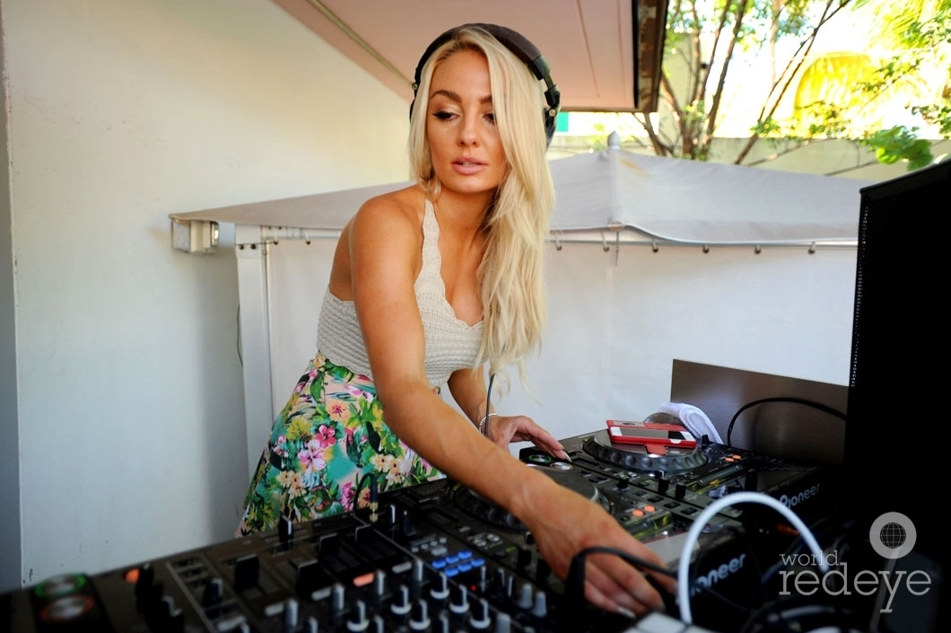 3.5-Brooke-Evers-djing-1_new-1060x705