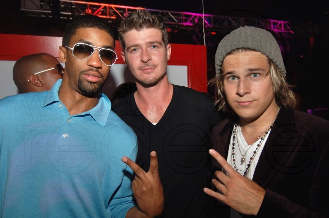 Robin Thicke Performs at Mansion Nightclub