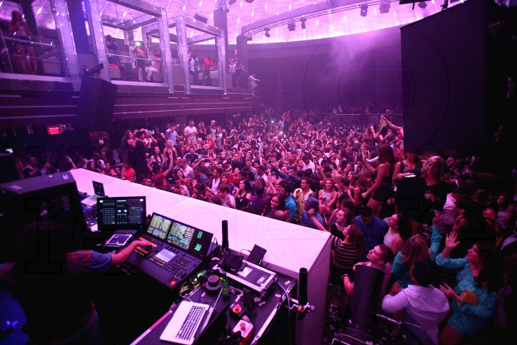 3-Atmosphere at LIV at Fontainebleau11