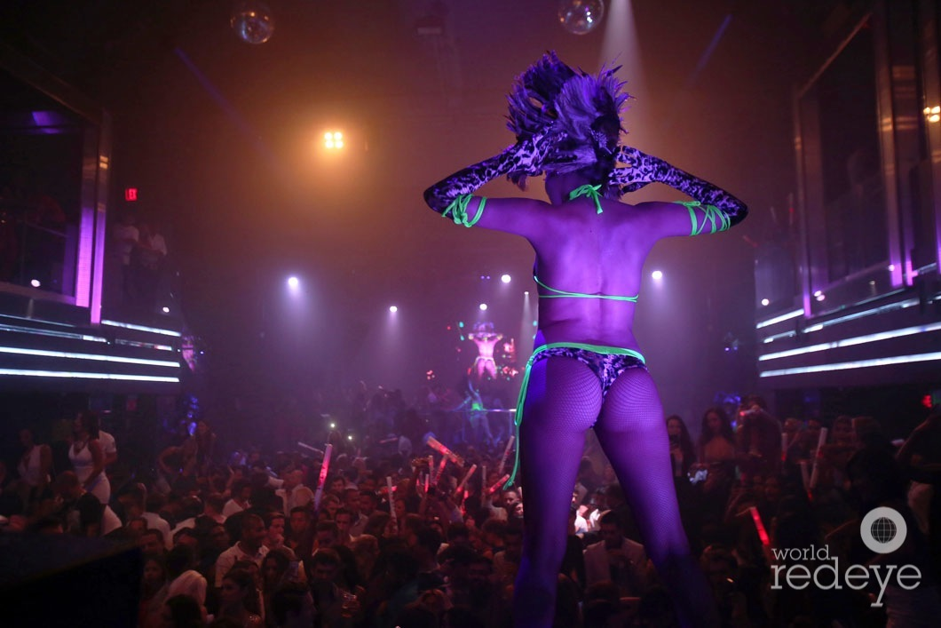 5.4-Dancers at LIV at Fontainebleau22