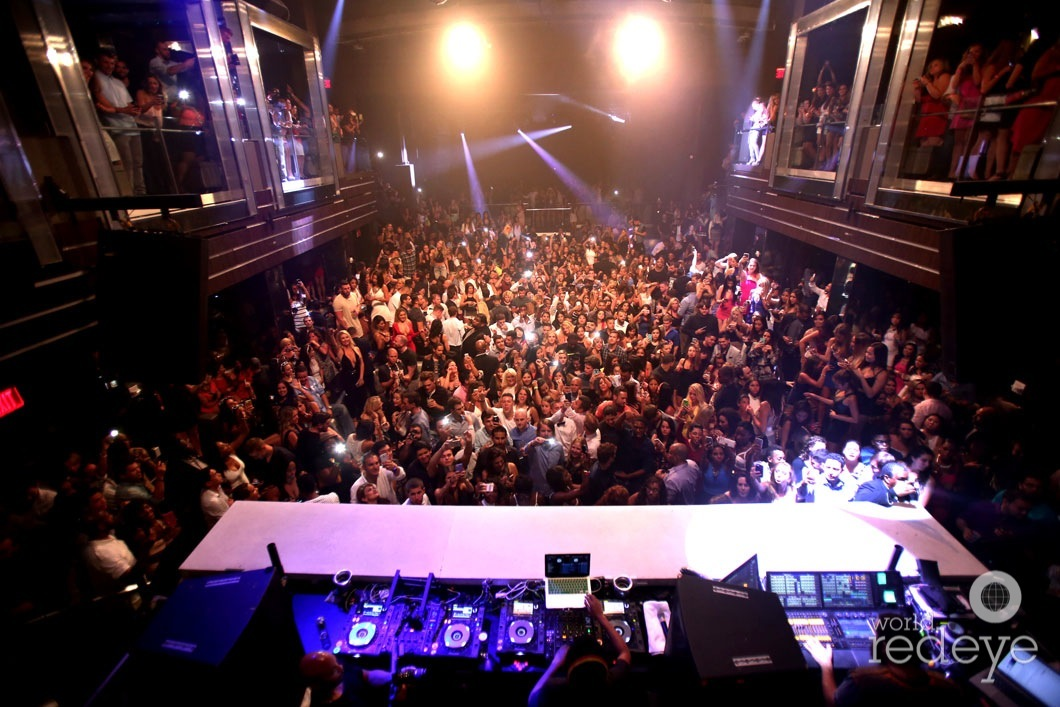 8-Atmosphere at LIV at Fontainebleau