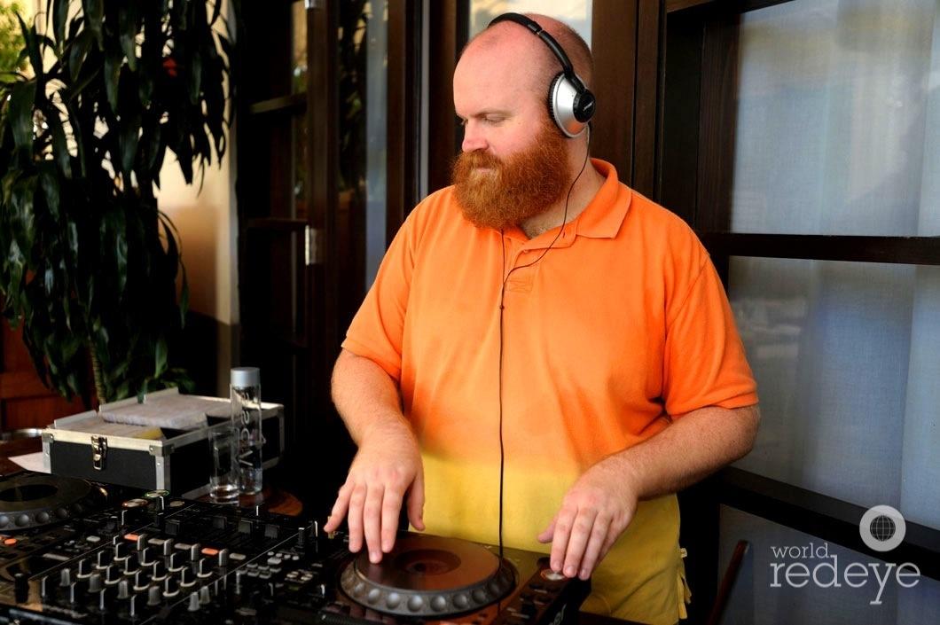 29.6-26-DJ Hottpants djing