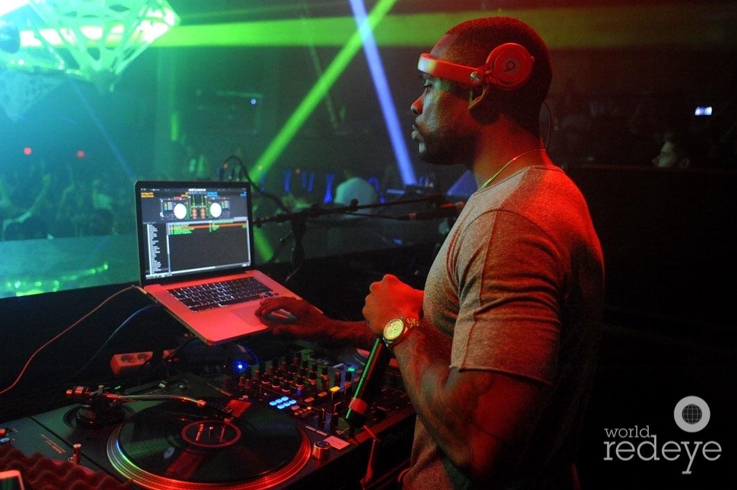38-Stevie J DJing3