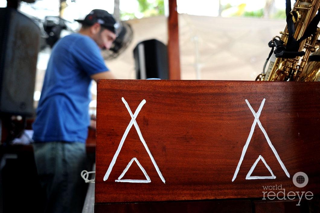 12-Laurent Simeca DJing_new