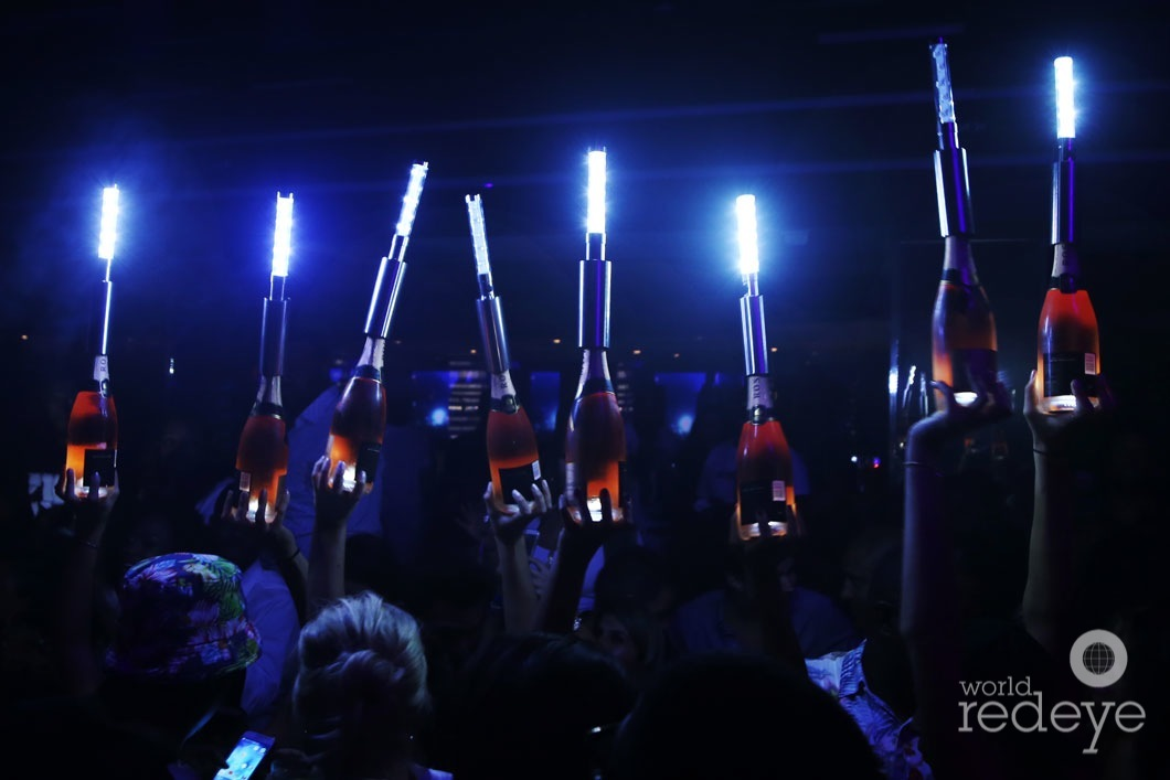 9-Atmosphere at LIV at Fontainebleau8