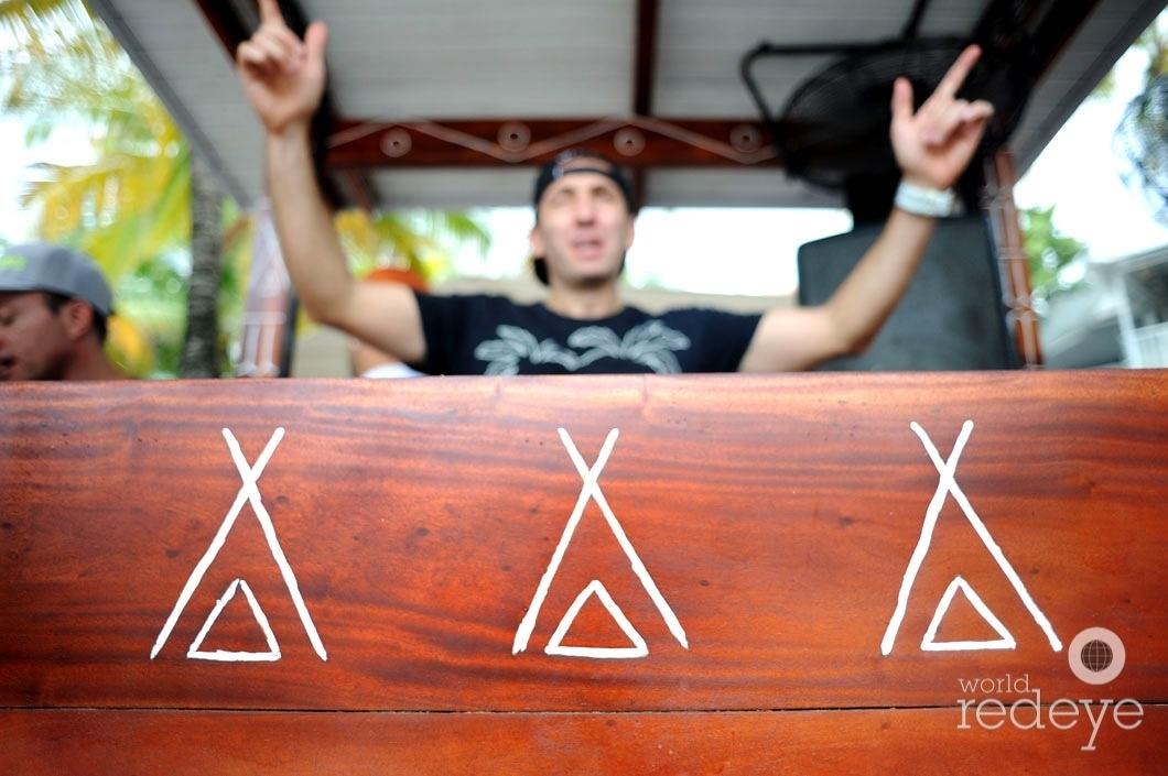 24-Laurent Simeca DJing4