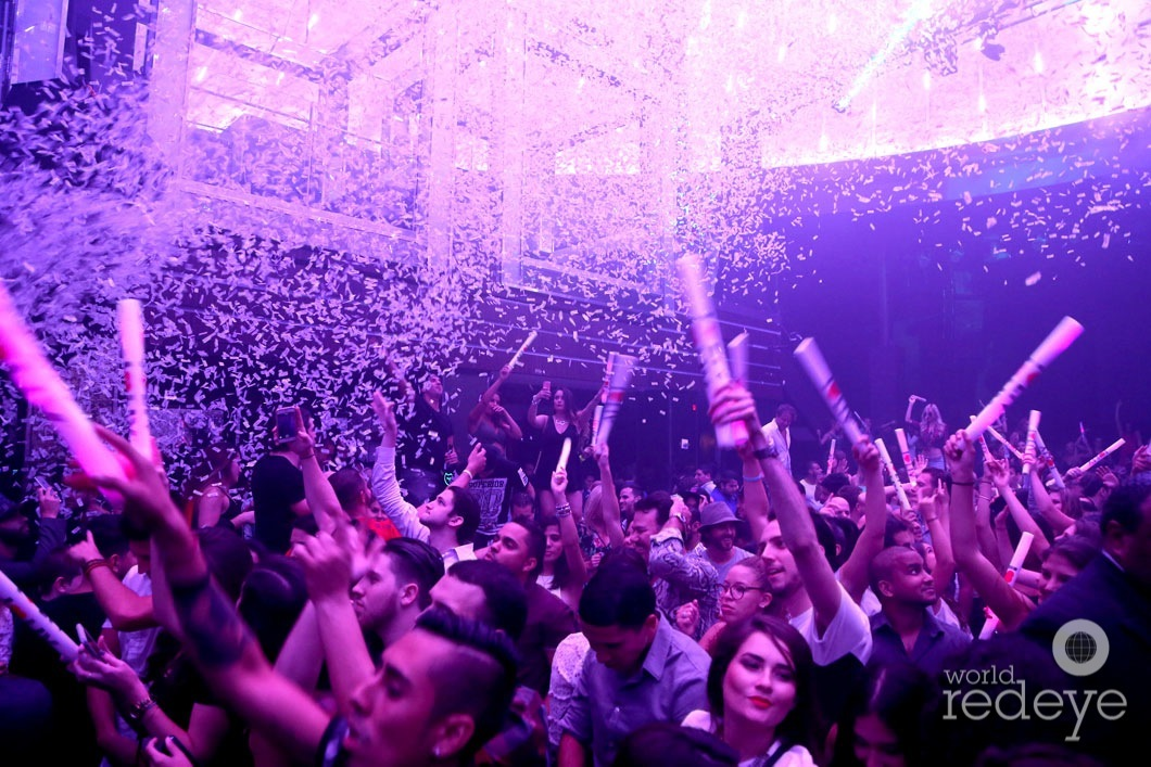 18-Atmosphere at LIV at Fontainebleau11