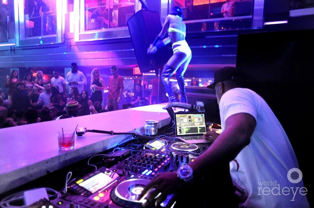 17-Whoo Kid DJing10