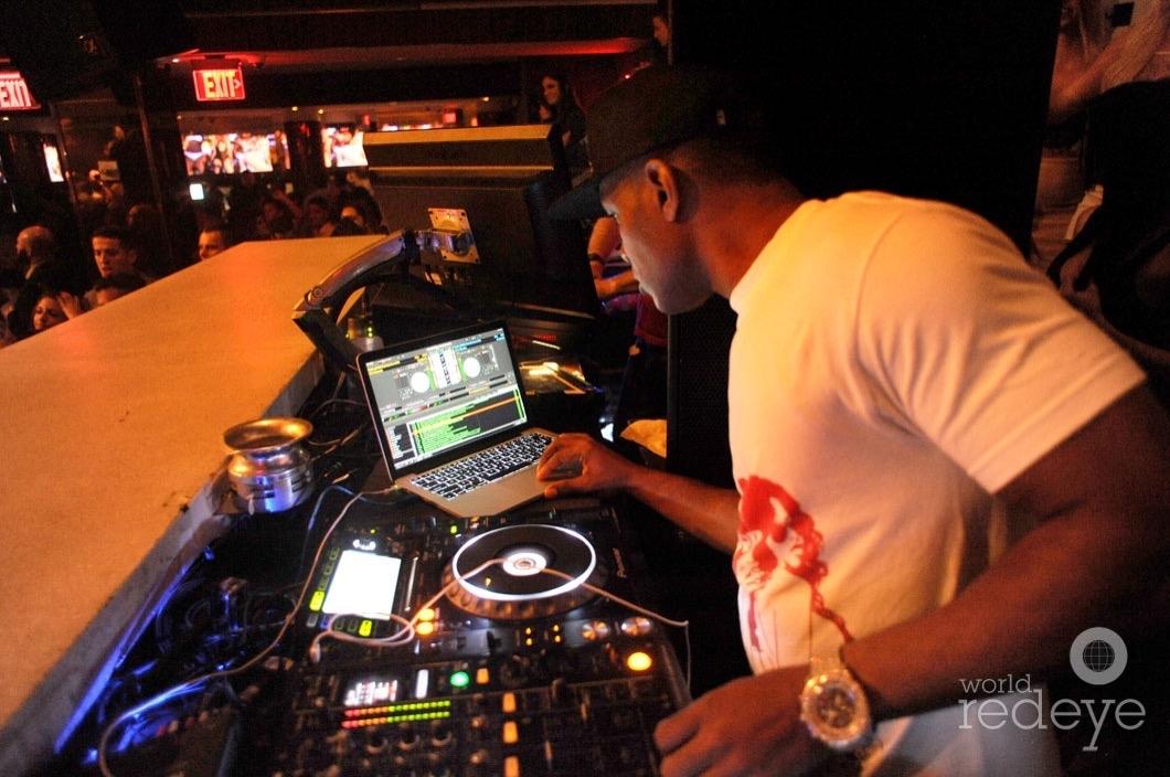 19-Whoo Kid DJing4