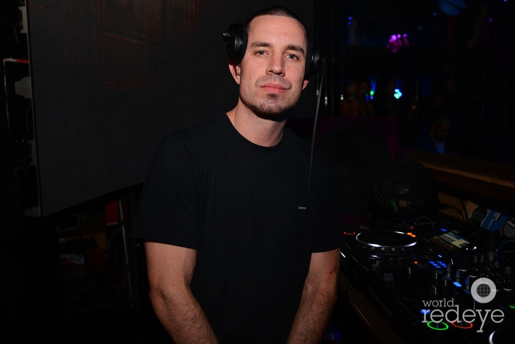 25-DJ Iron Lyon