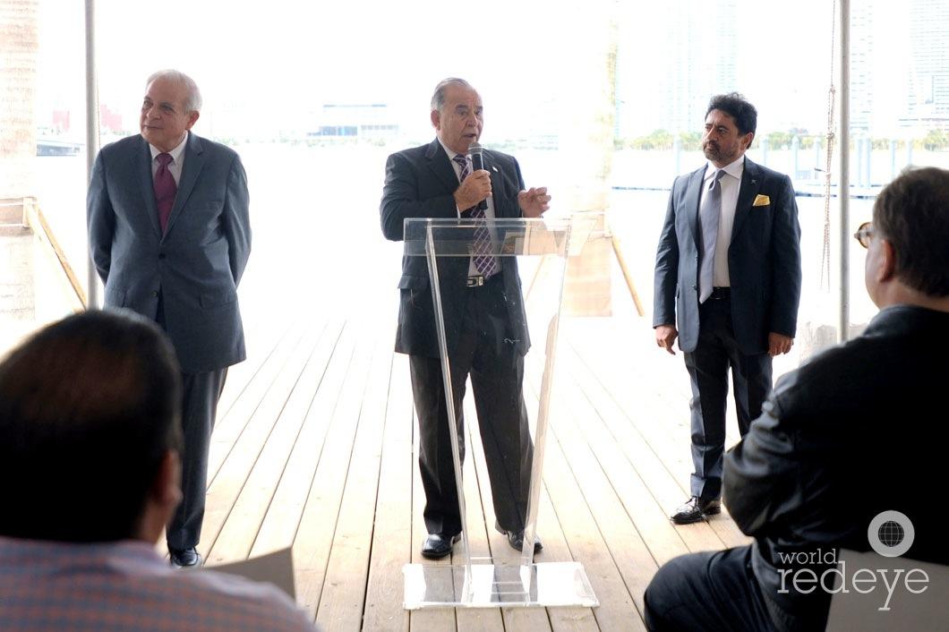 22-Mayor Tomás P Regalado, Willy Gort speaking, & Mehmet Bayraktar3