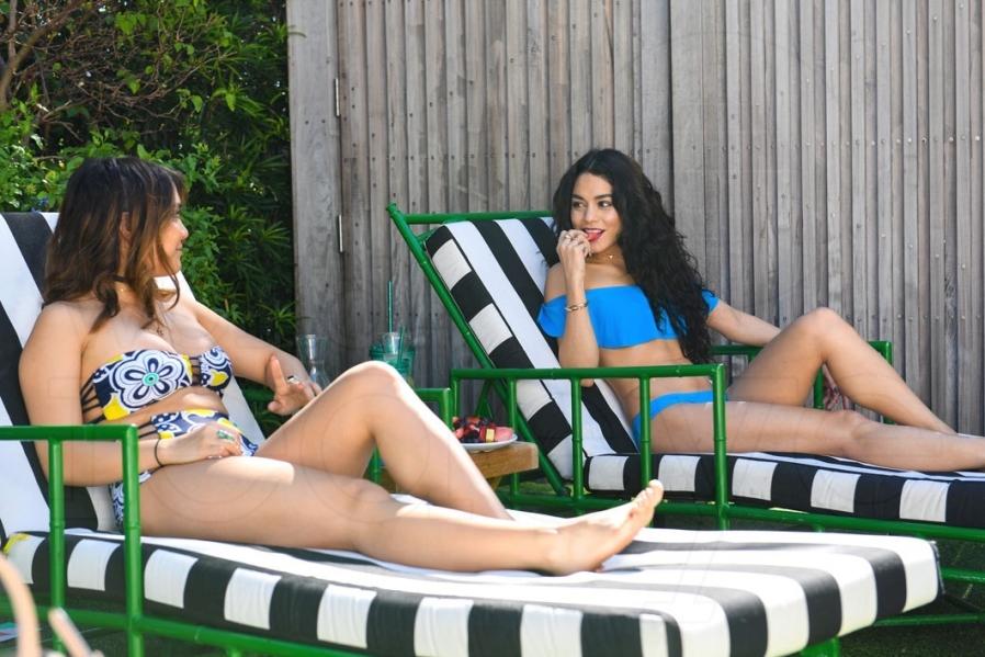 Vanessaamp; Bikinis Stella At South Aerie Hudgens Wearing Beach W Pwn0kO