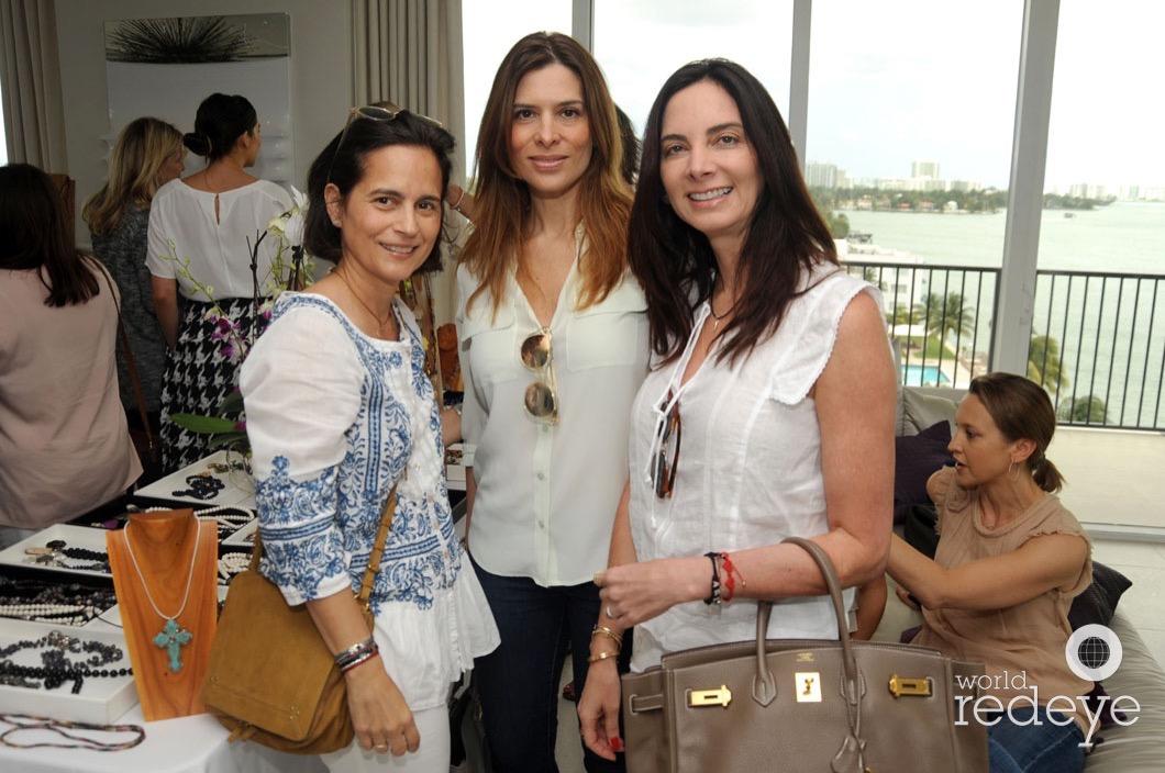 32-Thais Aguerrevere, Geraldine Pulido, & Ariana Salvatierra8_new