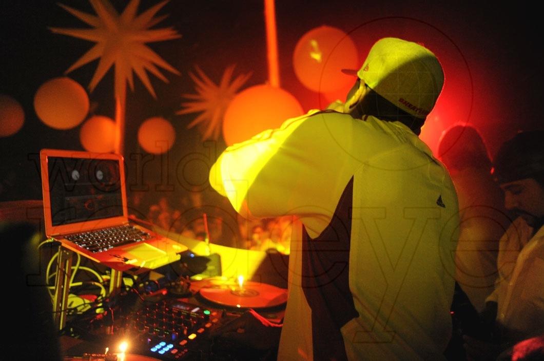 14-Irie DJing11_new